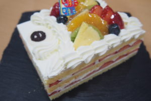明日より、こいのぼりケーキの予約開始です。